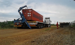 Sidelifter trailer transport for moving container
